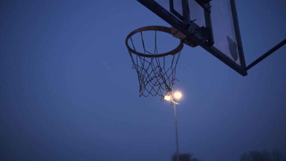 U ČAST ZLATNIH MOMAKA: Otvoren obnovljeni košarkaški teren na Čuburi!