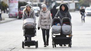 U Crnoj Gori ponovo nadoknade za žene sa troje i više dece
