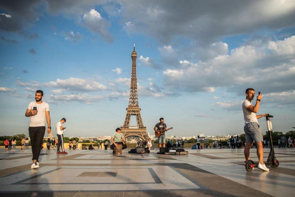 U FRANCUSKOJ RASTE BROJ OBOLELIH OD KORONE: Pariz i Marsej proglašeni visokorizičnim zonama