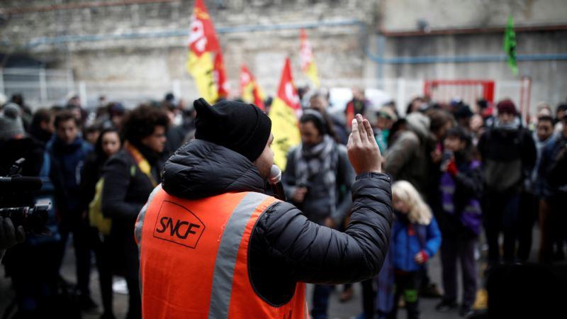 U Francuskoj deveti dan štrajka, sindikati pozvani na pregovore