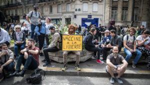 U Francuskoj protesti zbog obavezne sanitarne propusnice