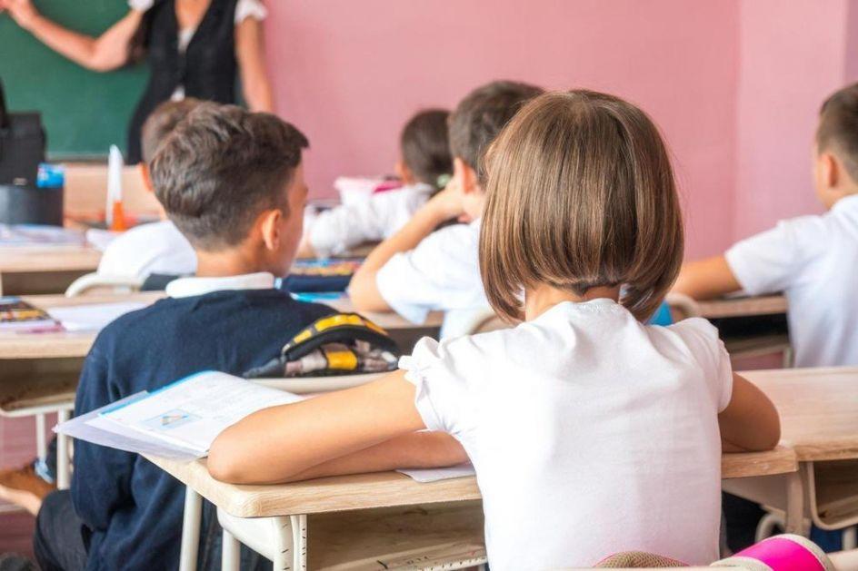 U HRVATSKOJ POČELA ŠKOLA ZA UČENIKE NIŽIH RAZREDA: Nakon pauze zbog pandemije, đaci ponovo u školskim klupama