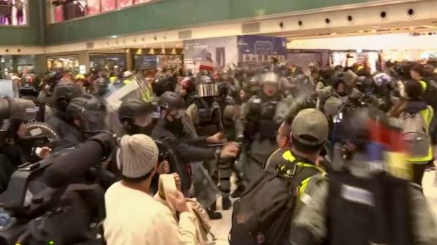 U Hongkongu održan protest, ali i skup podrške policiji