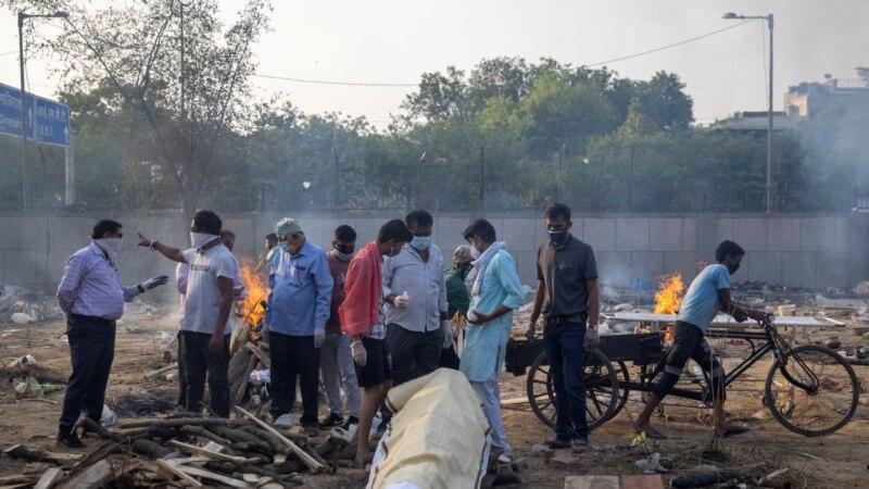 U Indiji lomače s tijelima na otvorenom
