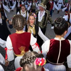 U KINI VANG, A U ŠPANIJI GARSIJA: Koje prezime je najučestalije među građanima Srbije?