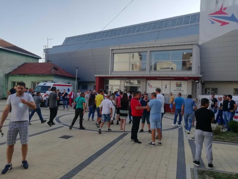 U Leskovcu održan sastanak SNS-a, pred oko 1.000 ljudi skupu prisustvovali i visoki funkcioneri