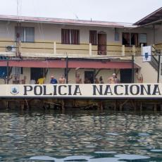 U MIŠOLOVKU POLICIJE UPALA NEVEROVATNA KRIJUMČARKA: Pokušala da unese drogu u zatvor pun ko oko (VIDEO)