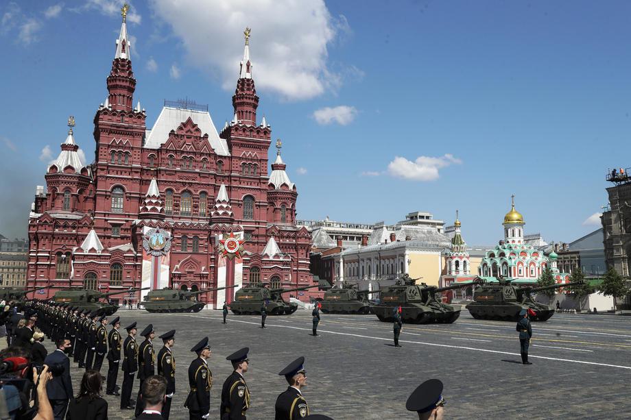 Putin na paradi u Moskvi: Uvek pamtiti da je pobedu nad nacizmom ostvario sovjetski narod (VIDEO)