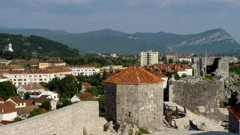 U Nikšiću ranjen mladić, u selu Župa incident oko bilborda vladajućih Demokrata
