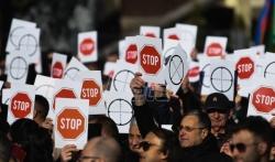 U Nišu miting podrške Vučiću zbog naslovne NIN-a i karikature koju je objavio Danas