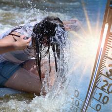 U OVOM GRADU U SRBIJI IZMERENO VIŠE OD 40 STEPENI! Najtoplije mesto trenutno u Srbiji, ljudi spas traže u gradskoj fontani!
