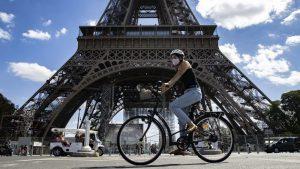 U Parizu više od 100 gostiju restorana kažnjeno, menadžer uhapšen zbog kršenja antikovid mera