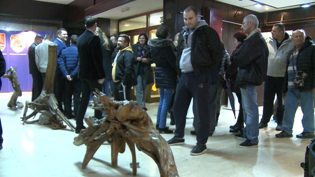 U Plandištu otvorena izložba Skulpture iz prirode