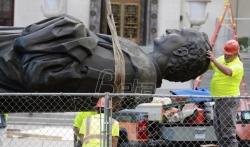 U SAD oborena još jedna statua Kristofera Kolumba (VIDEO)