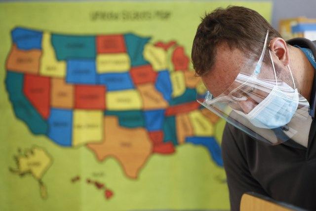 U SAD više od 58.000 novih slučajeva za dan