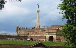 U Srbiji sutra svežije, popodne pljuskovi sa grmljavinom