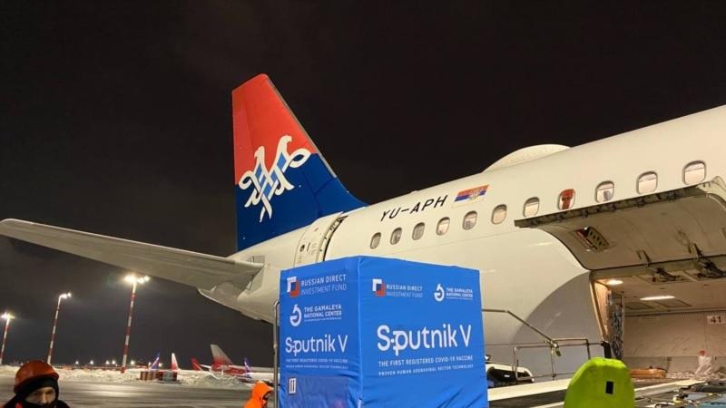U Srbiju stiglo još 100 hiljada Sputnik V vakcina, dočekali ih Vučić i ruski ambasador
