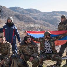 U TOKU SU ŽESTOKI ORUŽANI SUKOBI: Ubijena tri jermenska vojnika, dva ranjena, Azeri raspalili minobacačima