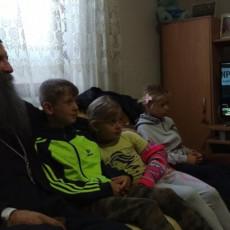 U TOPLINI JEDNOG DOMA GLEDAO TOTALNU DOMINACIJU NOVAKA! Patrijarh Porfirije pratio Đokovića iz Bujanovca (FOTO)