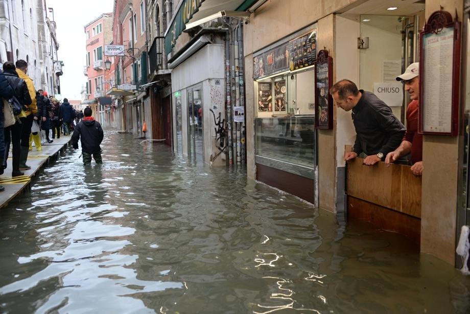 U Veneciji prvi put upotrebljene podvodne poplavne barijere