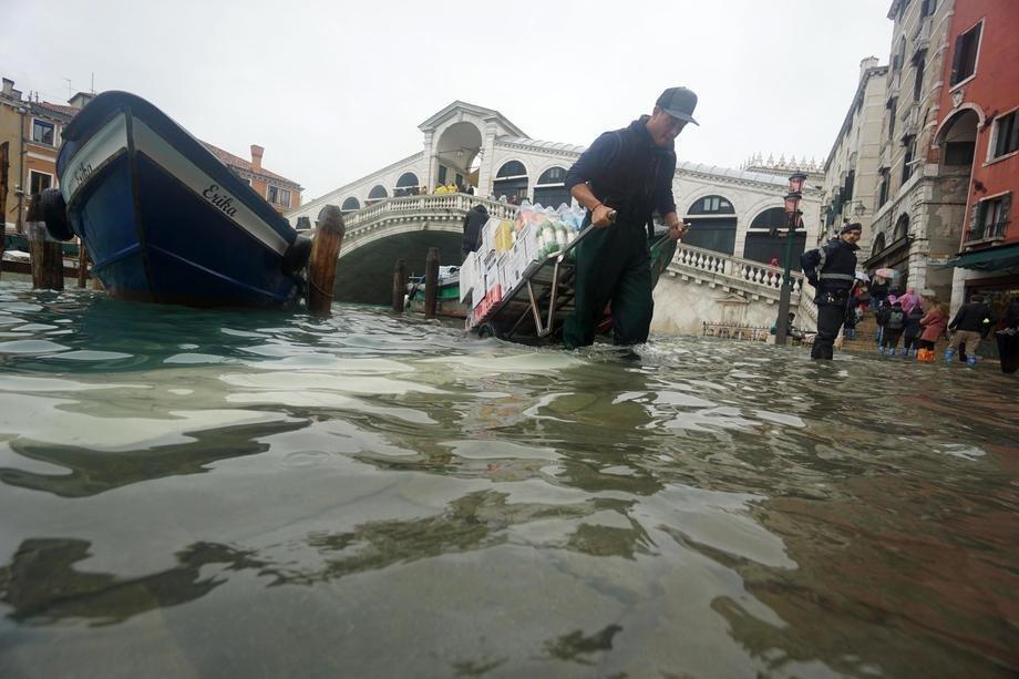 U Veneciju obavezno u čizmama