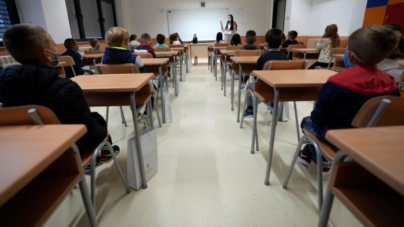 U delu opština u Srbiji zbog korone se vraća kombinovana nastava
