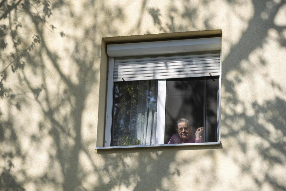 U domovima za smeštaj odraslih i starih 1.252 zaražena