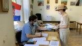 Izbori u Hrvatskoj u fotografijama: Maske, rukavice i sopstvene olovke
