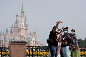 U fotografijama: Otvoren Diznilend u Šangaju posle pauze zbog korona virusa