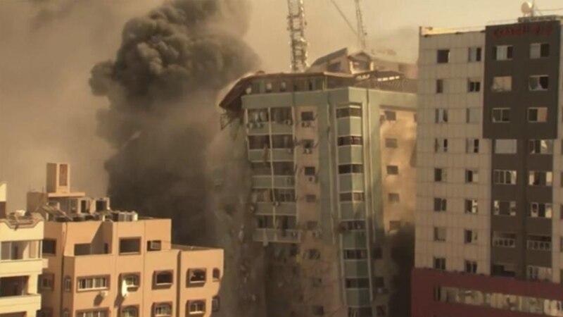 U izraelskom napadu u Gazi uništena zgrada u kojoj su bile redakcije stranih medija