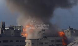 U izraelskom vazdušnom udaru srušena višespratnica u kojoj je bio biro AP-a