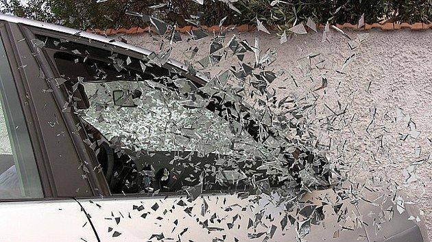 U karambolu na Grbavici oštećeno pet automobila