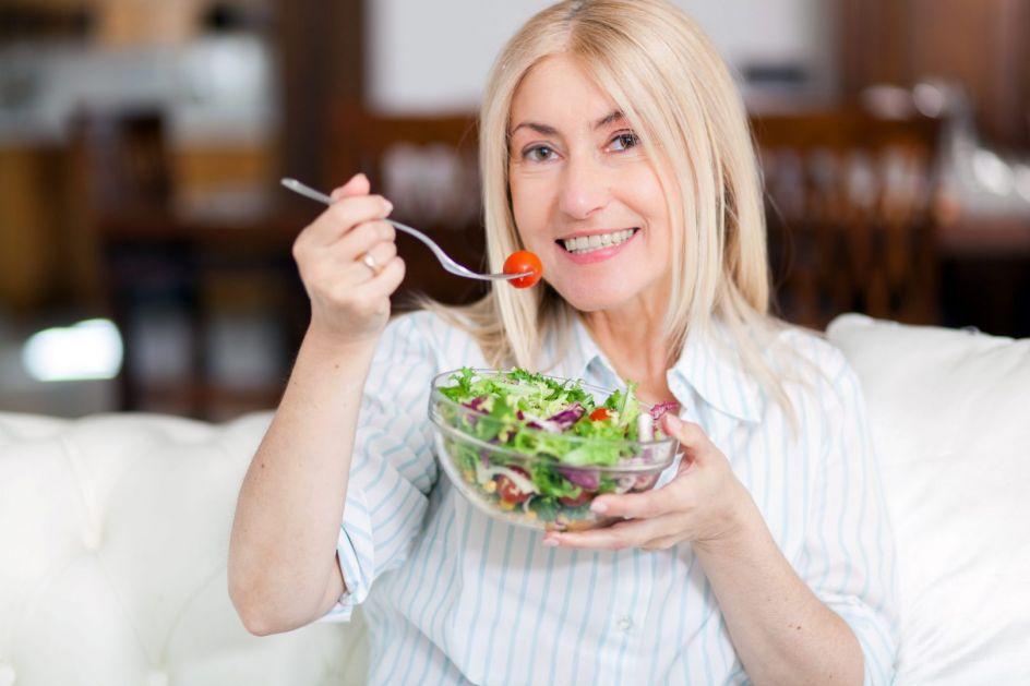 """U menopauzi žene postaju podložnije """"muškim bolestima"""": Ako se hranite ovako, sačuvaćete zdravlje"""