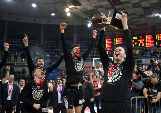 U noći NBA Ol Stara, Partizanov čudesni preokret slavio se i u Americi! (foto)