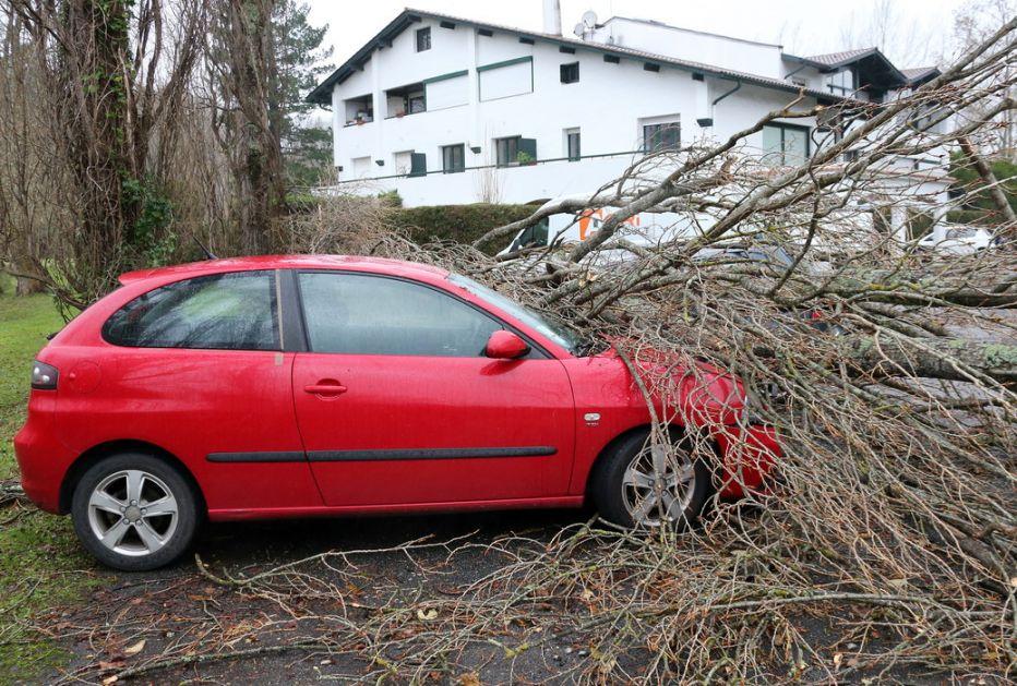 U oluji u Francuskoj poginula jedna osoba, pet povređeno