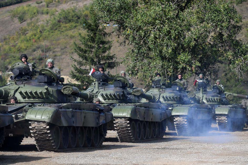 U pratnji ruskog ambasadora i izaslanika Šojgua Stefanović i Mojsilović obilaze snage u Raškoj