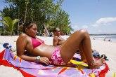 U pritvor sa plaže: Uhapšena zbog oskudnog bikinija VIDEO
