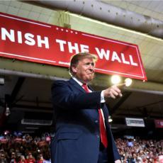 U svakom slučaju gradimo zid prema Meksiku!