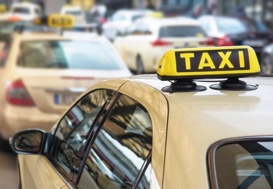 UBER PRIVREMENO OBUSTAVIO SVE USLUGE U AUSTRIJI: Taksisti ih tužili jer nemaju potrebne dozvole za rad