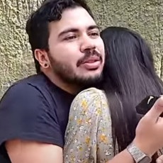 UBICA ROMANTIKE! Zbog načina na koji ju je ZAPROSIO, devojka se iskidala od straha i PLAČA! (VIDEO)