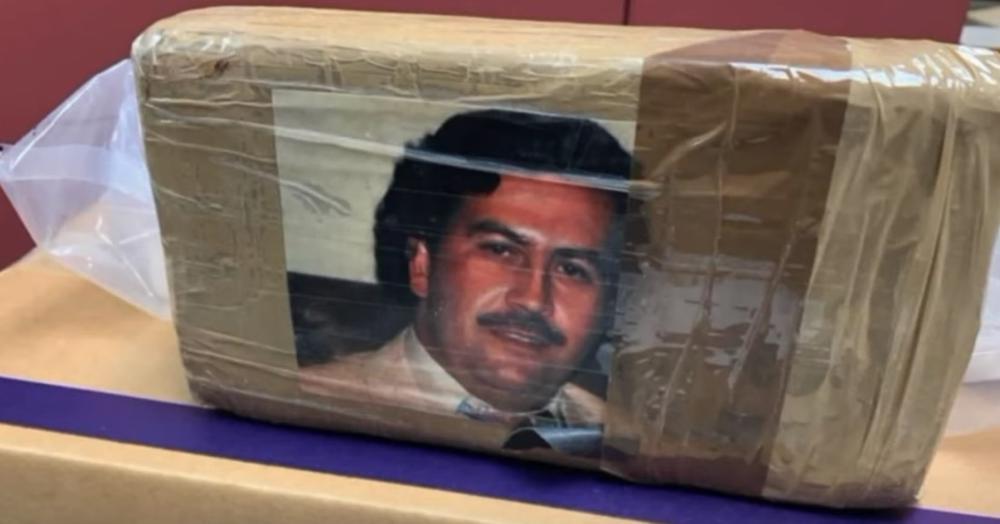 UBIJEN JE PRE 35 GODINA, A I DALJE JE IDOL NARKO-DILERA: Policija zaplenila  drogu vrednu 10 miliona dolara sa likom Eskobara (VIDEO)