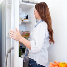 UBIJTE NEPRIJATAN MIRIS IZ FRIŽIDERA: Bukvalno ti je potrebna JEDNA namirnica koju SIGURNO IMAŠ u kući