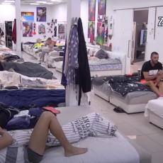 UCENIO JU JE! Izneće sve MRAČNE tajne! Ima bolestan pogled, usledio KARAMBOL u spavaćoj sobi! (VIDEO)