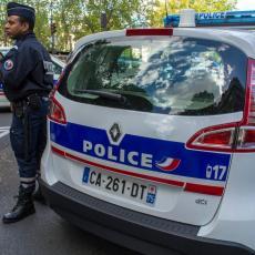 UHAPŠEN NAPADAČ NA POLICIJU U PARIZU: Munjevita akcija organa reda sprečila da opet teče krv! (VIDEO)