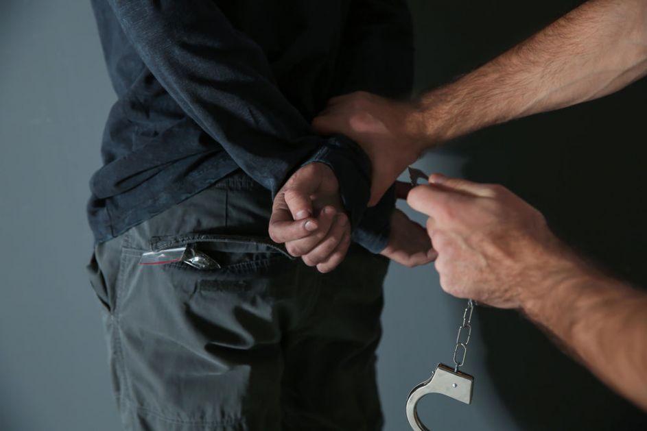 UHAPŠEN NASILNIK: Priveden zbog sumnje da je fizički napao muškarca koji mu duguje novac