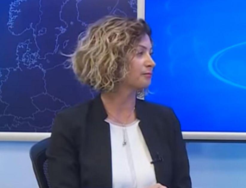 UHAPŠENA ĆERKA FIKRETA ABDIĆA: Sumnjiče je za krađu opštinskog pečata (VIDEO)