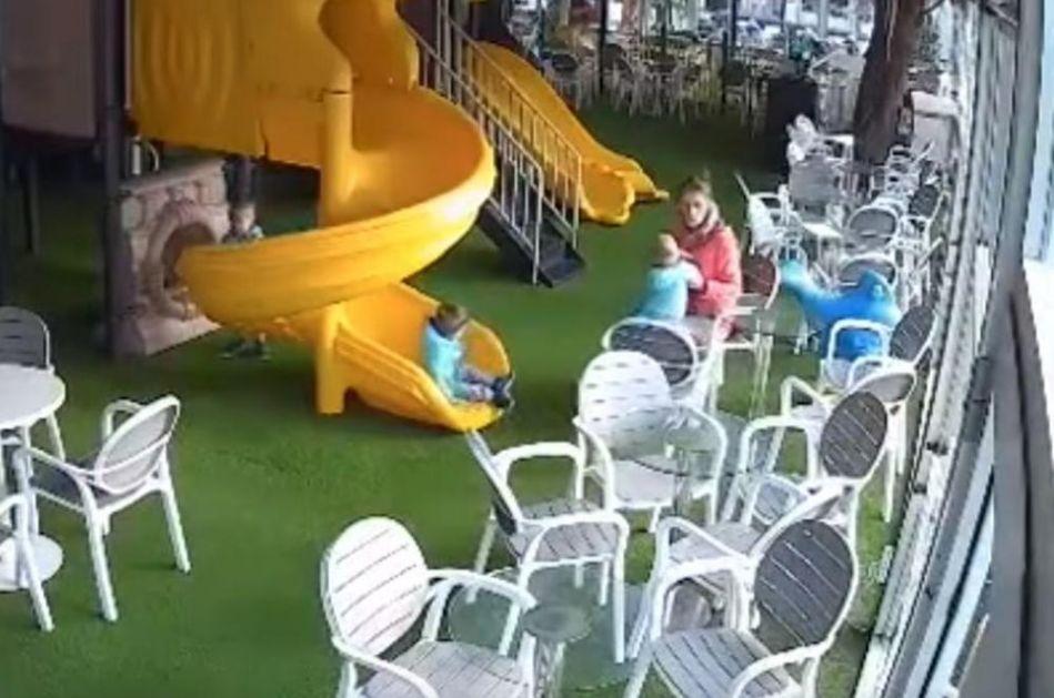 UHAPŠENA DADILJA U SKOPLJU: Šamarala dečaka u igraonici, kamere sve snimile! (VIDEO)