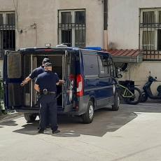 UHAPŠENE DVE OSOBE U SMEDEREVU: Policija pronašla drogu, oružje i eksplozivni materijal