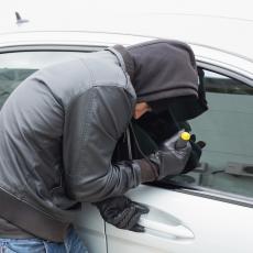 UKRAO GA I PREPRODAO, ALI I DOLIJAO! U Sremskoj Mitrovici uhapšen kradljivac automobila!