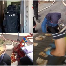 UKRCALI TONU KOKAINA NA BROD: Pogledajte kako su uhapšeni Srbin i Hrvat na Antlantiku - pare na sve strane (VIDEO)